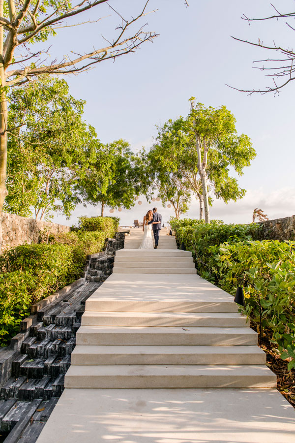 Alila-Villas-Uluwatu—Couple-at-Hilltop-Wedding-Venue6-