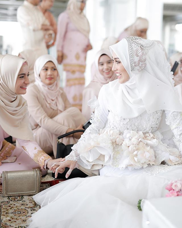 Hanis Arif & Irshad Razali wed in Beautiful Pastel Wedding