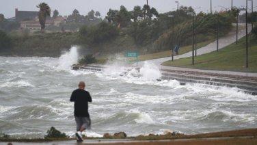 wedding, global-wedding, etc - Couple Gets Married Despite Hurricane Harvey