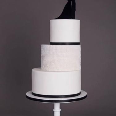 @flourgirlcakestudio Monochrome Cake